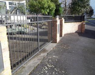 1.5h Driveway gates