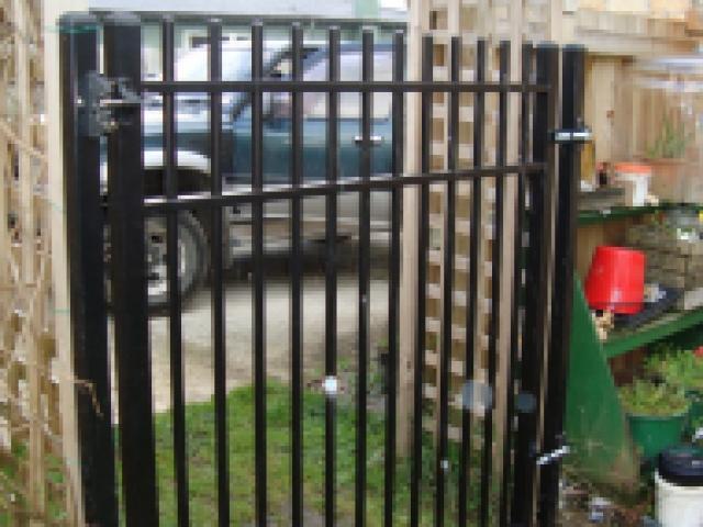 1.5h x 1.4w aly gate